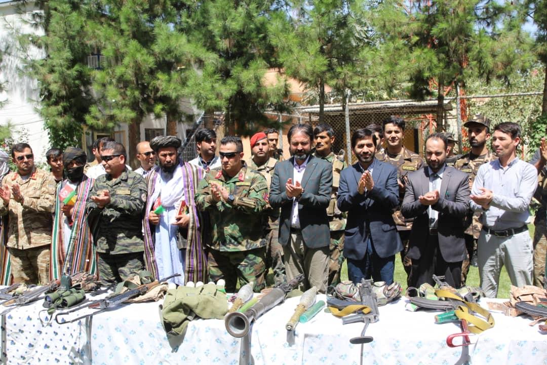 یک سرگروه طالبان با ۱۰ تن از همراهانش در فاریاب به دولت پیوست