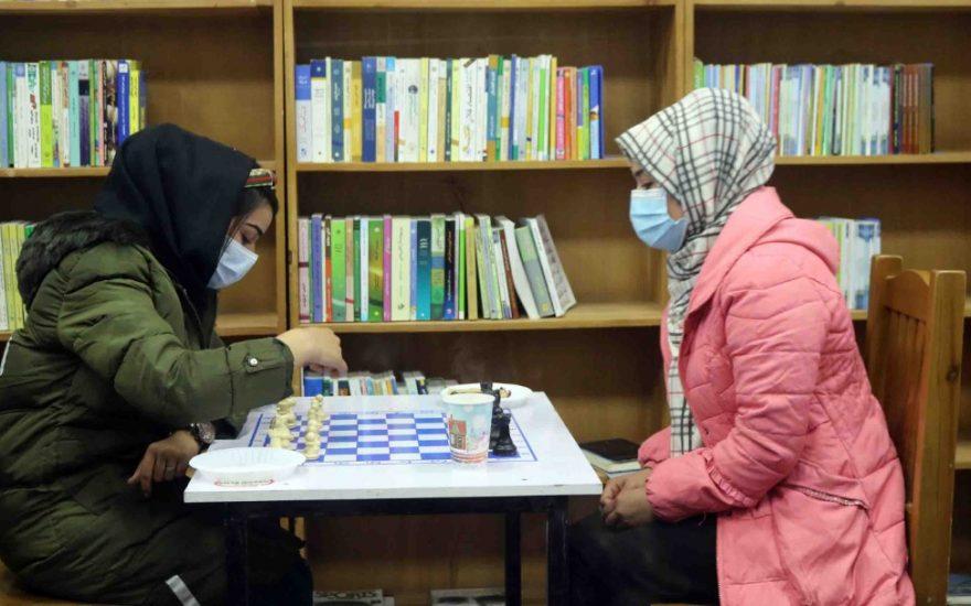 دختران شطرنج بازی